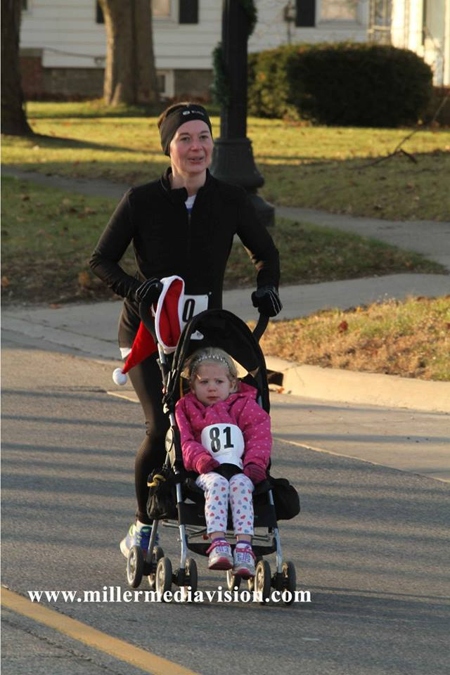 christmas in the ville fowlerville woman and child run race