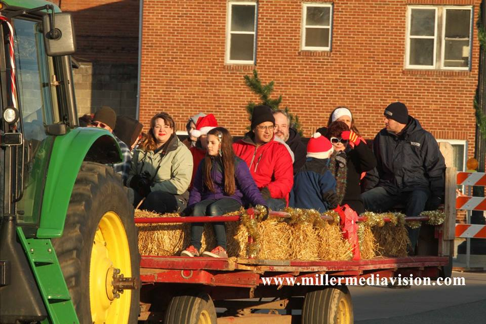 fowlerville christmas in the ville hayride